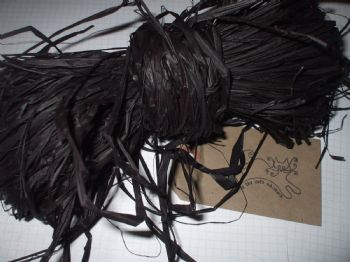 45g of Black Raffia.